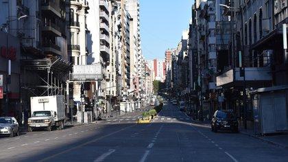 Las calles porteñas estaban este viernes semi-vacías, con un flujo vehicular menor al de un día feriado.