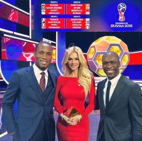 Victoria Lopyreva, junto a Didier Drogba y Clarence Seedorf (@lopyrevavika)
