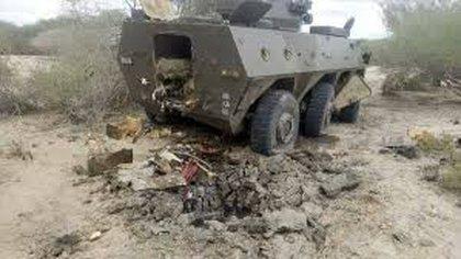 Un vehículo blindado 6x6 WZ551 de Norinco destruido en Kenia por terroristas islámicas en la frontera con Somalía (The Standard)