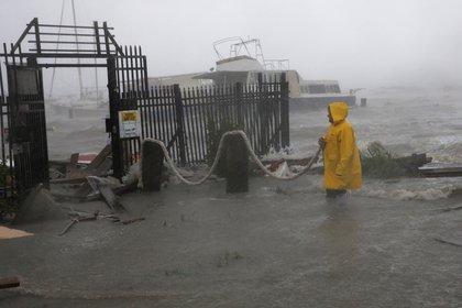 El huracán Hanna descendió a tormenta tropical al tocar tierra (Foto: AP Photo/Eric Gay)