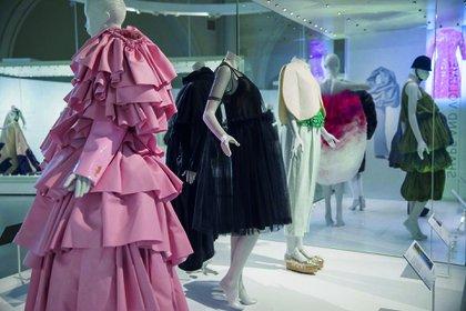 La forma de la moda. La exposición que rinde homenaje al diseñador Cristóbal Balenciaga se podrá visitar en el Victoria & Albert Museum hasta el 18 de enero de 2018.