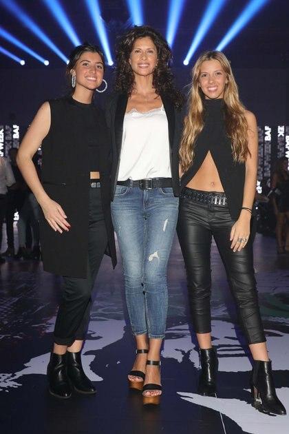 Analia Maiorana junto a sus hijas