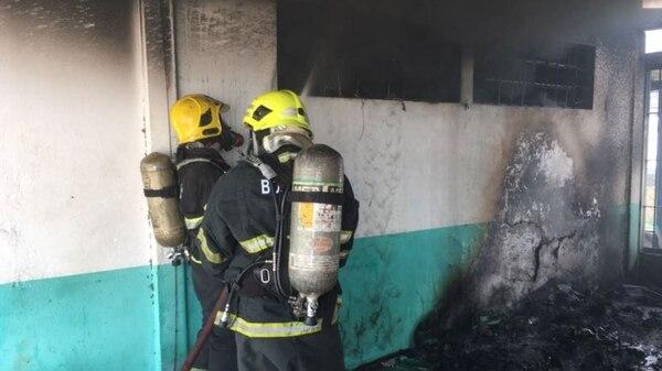 Los bomberos asistieron rápidamente al penal para apagar el fuego