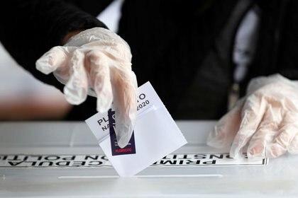 Más de 14.7 millones de chilenos fueron llamados a acudir a las urnas en una votación (Foto: Reuters/Iván Alvarado)