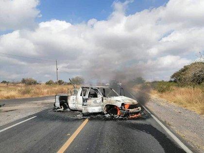 En el municipio de Jerécuaro fueron encontrados los restos de al menos tres personas al interior de una camioneta  (Foto: Twitter/Jabon83171034)