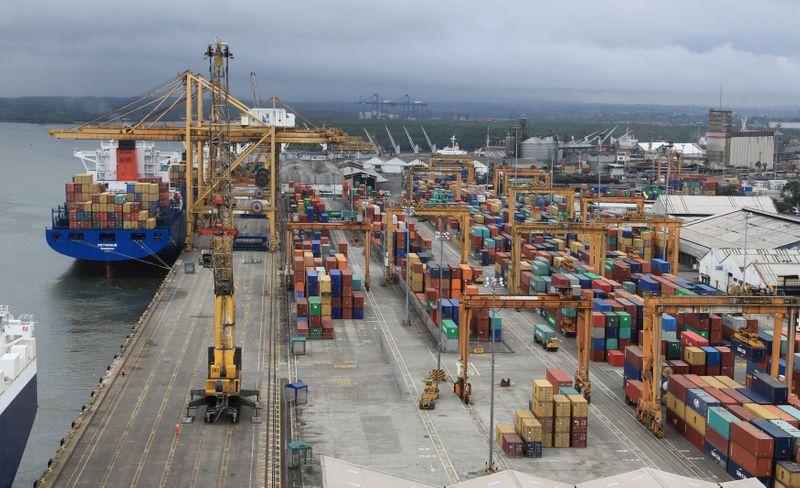 Foto de archivo. Vista general del puerto marítimo de Buenaventura, sobre el Océano Pacífico en el departamento del Valle del Cauca, Colombia, 26 de febrero, 2013.  REUTERS/Jaime Saldarriaga