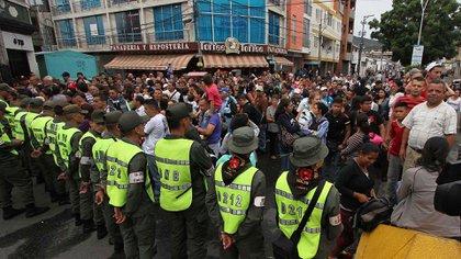 Miles de venezolanos ingresan a diario a Colombia