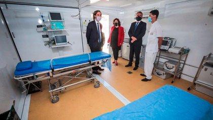 Los funcionarios recorrieron los 13 módulos y carpas que integran el complejo sanitario recientemente donado por la República China
