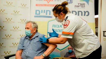 The first observational study, published in The Lancet magazine this Thursday, confirms more than 95% protection against infections and hospitalization.  This study analyzes what happened in Israel, a country with more than half of its adult population having two levels (58%) of immunity
