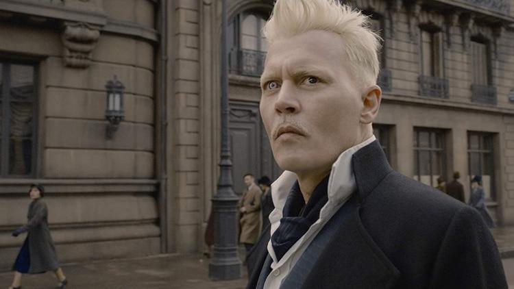 Johnny Depp interpretó al villano Gellert Grindelwald, presunto amante de Dumbledore