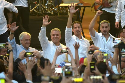 Los presidentes que acudieron al evento que abrió las puertas a la operación de la entrega de la ayuda humanitaria