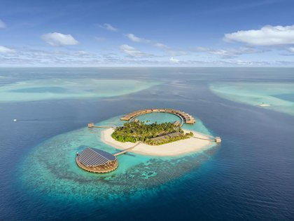 Kudadoo Maldives es un complejo isleño privado de 15 habitaciones que cuenta con 984 paneles solares que generan suficiente energía para que toda la isla funcione sin el uso de combustibles fósiles