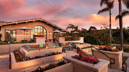 En California se encuentra el Rancho Valencia, destacado por su alegre decoración y armonía