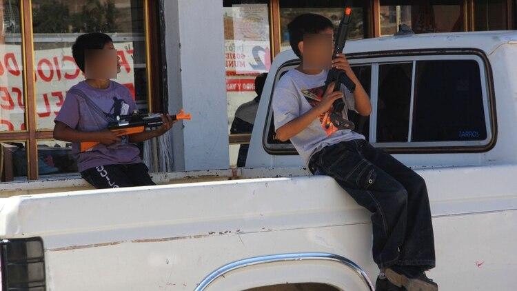 En 2017 la CIDH alertó sobre la cooptación de niños y adolescentes por el crimen organizado indicando que alrededor de 30 mil jóvenes cometían extorsión, piratería, tráfico de personas, armas y droga para grupos delictivos (Foto ilustrativa: Cuartoscuro)