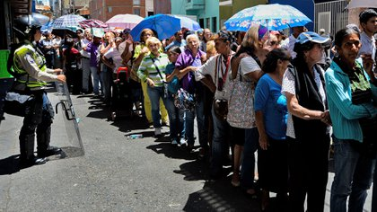 Las filas en Venezuela pidiendo comida (AFP)