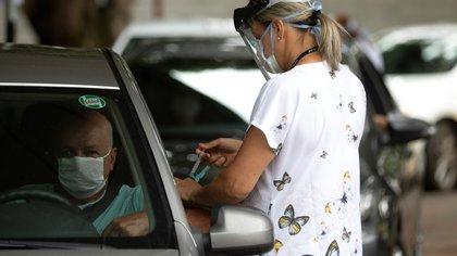 Vacunación a turistas en EEUU: qué estados aplicarán dosis a no residentes