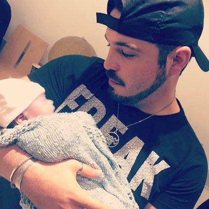 Fernando Santana dedicó un emotivo mensaje a su hija y a su esposa, Hiromi. Ambas fallecieron por una preelampsia (Foto: Instagram@ferfo_santana)c