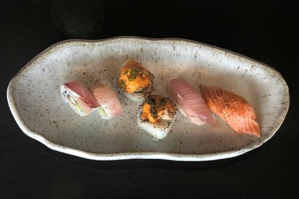Omakase de variedad de pescados, uno de los platos más pedidos. Una buenaalternativa para degustar distintos tipos de niguiris