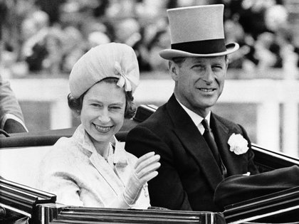 En 1960 Isabel emitió un comunicado en el que reconocía sus hijos con el apellido Mountbatten-Windsor en reconocimiento a su marido