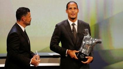 Virgil van Dijkfue elegido el Mejor Jugador del Año de laUEFA (REUTERS)