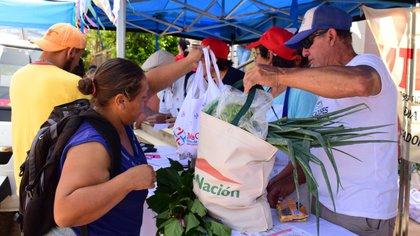 Una feria de Concordia donde la gente podía pagar los productos con la Tarjeta Alimentar