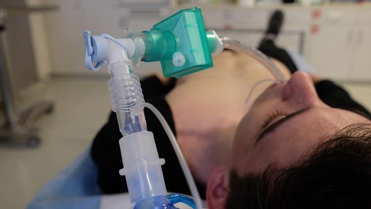 El propósito del tratamiento es ayudar a quienes están usando respiradores (Foto: archivo)