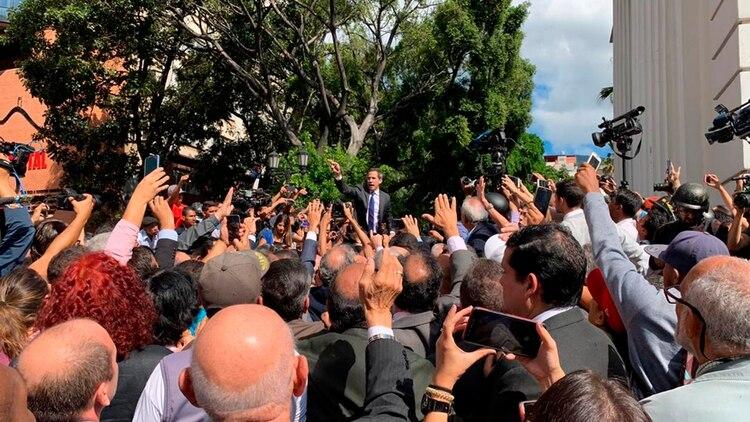 Juan Guaidó mientras buscaba ingresar al Parlamento