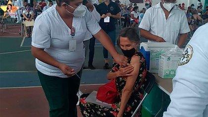 Florinda Meza se aplicó la vacuna en la Ciudad de México  Foto: @FlorindaMezaCH / Twitter