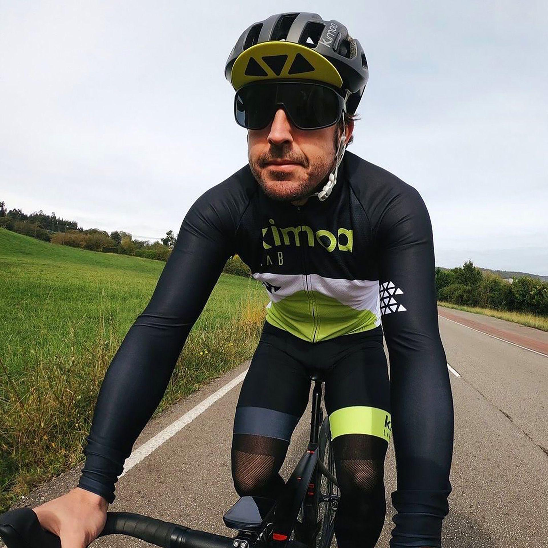 Alonso en bicicleta