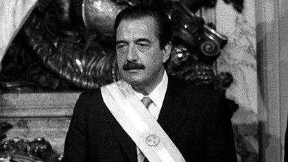 Télam Buenos Aires, 26/10/07Raúl Alfonsín asumía el 10 de diciembre de 1983, luego de su triunfo en las elecciones del 30 de octubre con el 51,7 por ciento de los sufragios.Foto: Archivo Télam/jcp