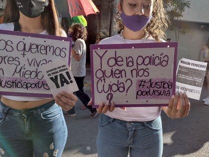 En la marcha de Ni Una Menos en Córdoba se pide por la aparición de Ivana y se cuestiona a la policía.