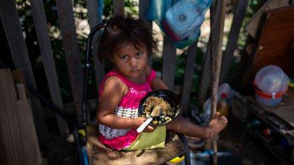Niña venezolana en Boa Vista, capital del estado brasileño Roraima (AFP)