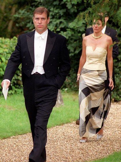 El príncipe Andrew y Ghislaine Maxwell en un encuentro de gala en el Reino Unido (Grosby)