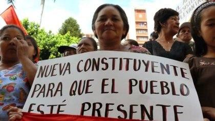Esta señora es una de las que creyó equivocadamente que habría nueva Constitución y poder para el pueblo