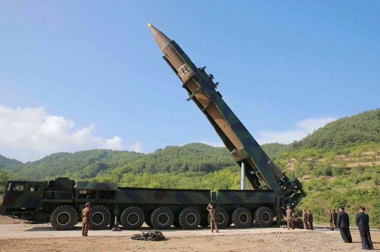 Un misil balísticos intercontinental Hwasong-14 de Corea del Norte (Korean Central News Agency/Korea News Service via AP, archivo)