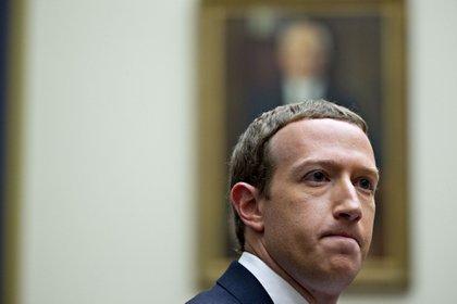 La fuente refirió que estas conductas representan un beneficio mutuo para Facebook, que recibe dinero, y para los piratas, que tienen una audiencia más amplia. (Foto: Bloomberg)