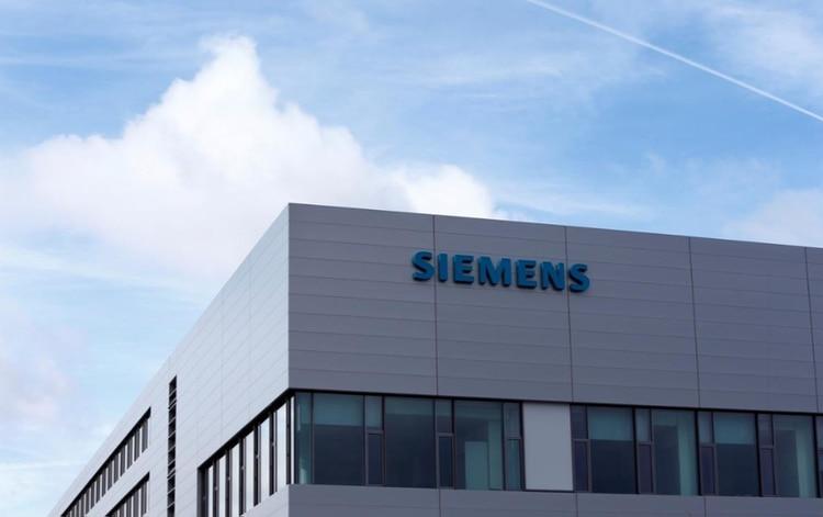 """Siemens, que tiene su sede en Múnich, dijo en un comunicado que la empresa """"no tiene conocimiento de ninguna investigación del FBI hacia la compañía relacionada con cartelización en Brasil"""""""