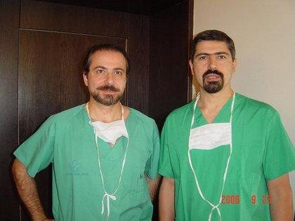 Los argentinos Elías Chaiben y su hermano Luis, ambos cirujanos plásticos, están radicados desde hace más de dos décadas en Beirut (Facebook)