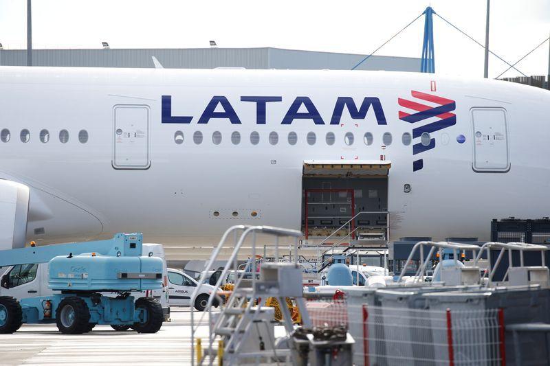 La chilena Latam dejó su operación local (REUTERS/Regis Duvignau)