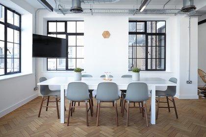 """Jamie Dimon, director ejecutivo de JPMorgan Chase, dijo que """"volver a llevar a las personas a las oficinas es primordial para fomentar la creatividad"""" (Pixabay)"""