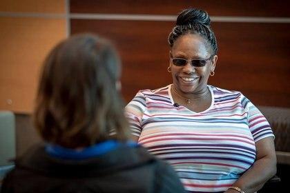 Kendra Jackson dejó de trabajar, casi no dormía y no salía de su casa sin pañuelos de papel. (Nebraska Medicine/ENT)