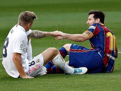 Real Madrid y Barcelona se enfrentarán a ocho fechas fechas del final del torneo: ¿será el último clásico de Messi? (Foto: EFE)