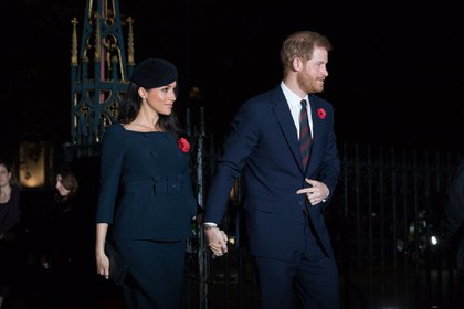 El escote barco hizo eco en su vestido de novia Givenchy y en varios otros conjuntos vistos en eventos como el bautizo del Príncipe Louis (EFE)