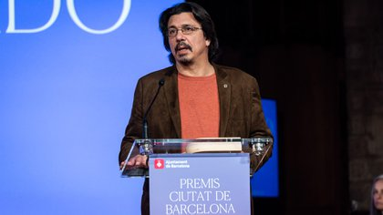 Dardo Scavino en Barcelona, el día que recibió otro premio por su ensayo