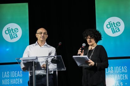Andrés Hatum, miembro de la Escuela de Negocios y profesor de la Universidad Torcuato Di Tella junto a Paula Bruno, directora del Departamento de Estudios Históricos y Sociales