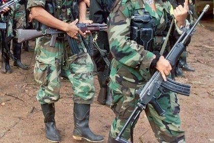 Guerrilla y paramilitares se enfrentan para el control del territorio en Venezuela