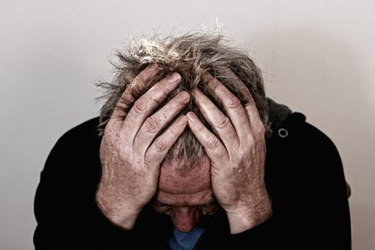 """Dolor de cabeza, mareos, confusión, niebla mental e incluso convulsiones son parte de los síntomas asociados al """"COVID prolongado"""" que se mantienen en los pacientes meses después de haberse curado del coronavirus. (Foto: Pixabay)"""