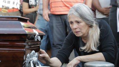 El dolor en el entierro de Úrsula, en Rojas, en la Provincia de Buenos AIres a pesar de todas las denuncias para protegerla. (Lihueel Althabe)