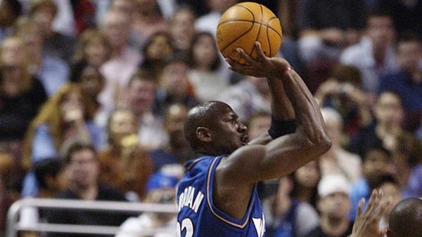 """Imagen de un día hostórico: 16 de abril de 2003, último juego de """"Air"""" en la NBA (Getty)"""