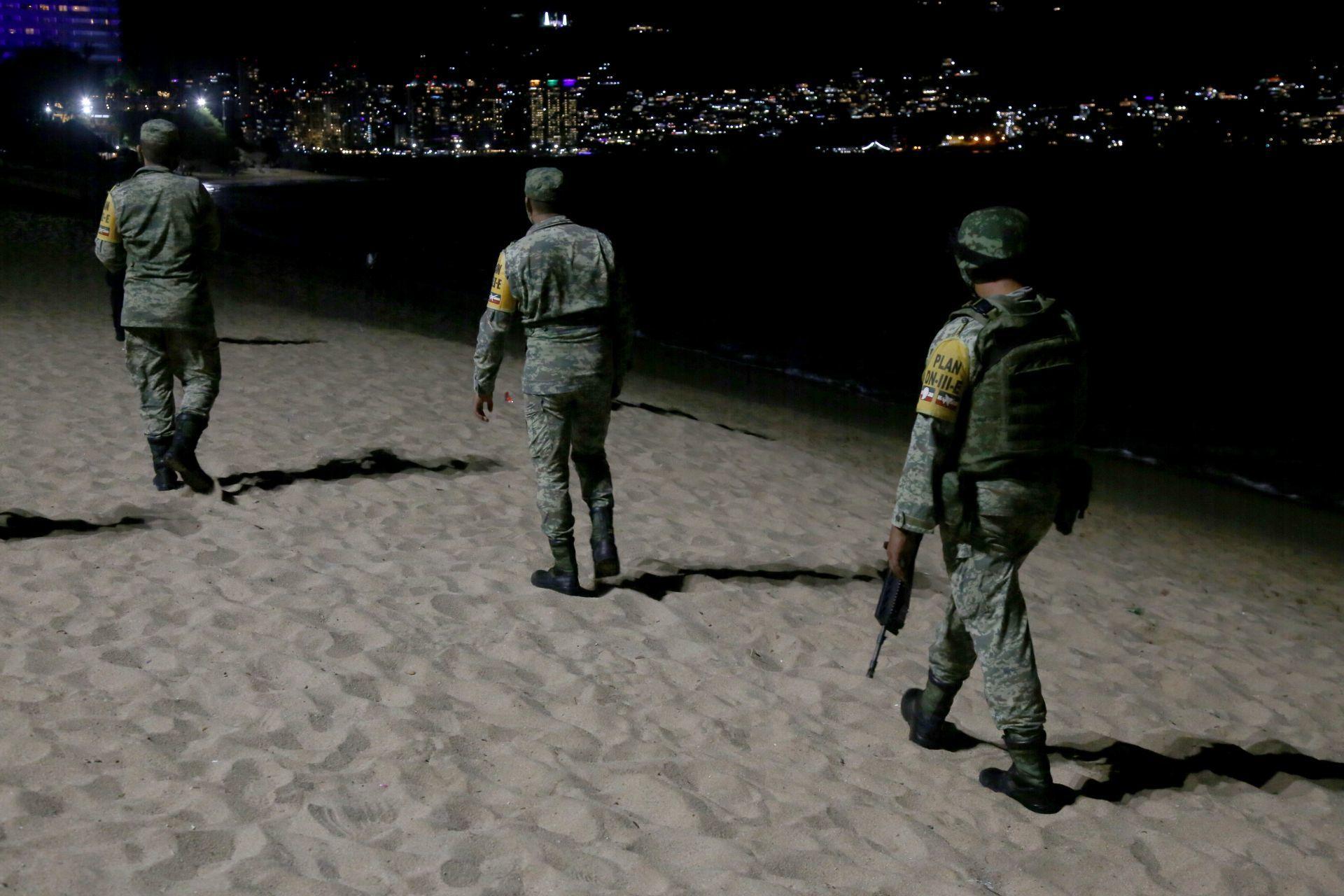 Soldados y policías encabezaron el operativo de cierre de playas, las cuales tendrán un horario de 6 am a 7 pm, esta medida fue tomada por autoridades para evitar las aglomeraciones que se dan por los festejos de año nuevo.